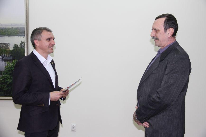 Николаевский мэр вручил ордера на квартиры воинам-афганцам (ФОТО) (фото) - фото 1