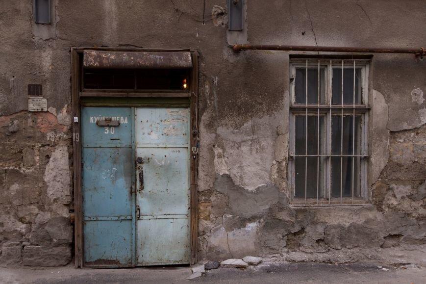f9ff5b033b230eb21cbb028fad25cd41 Разруха и отстройка – контраст одесской жизни на улице Куйбышева