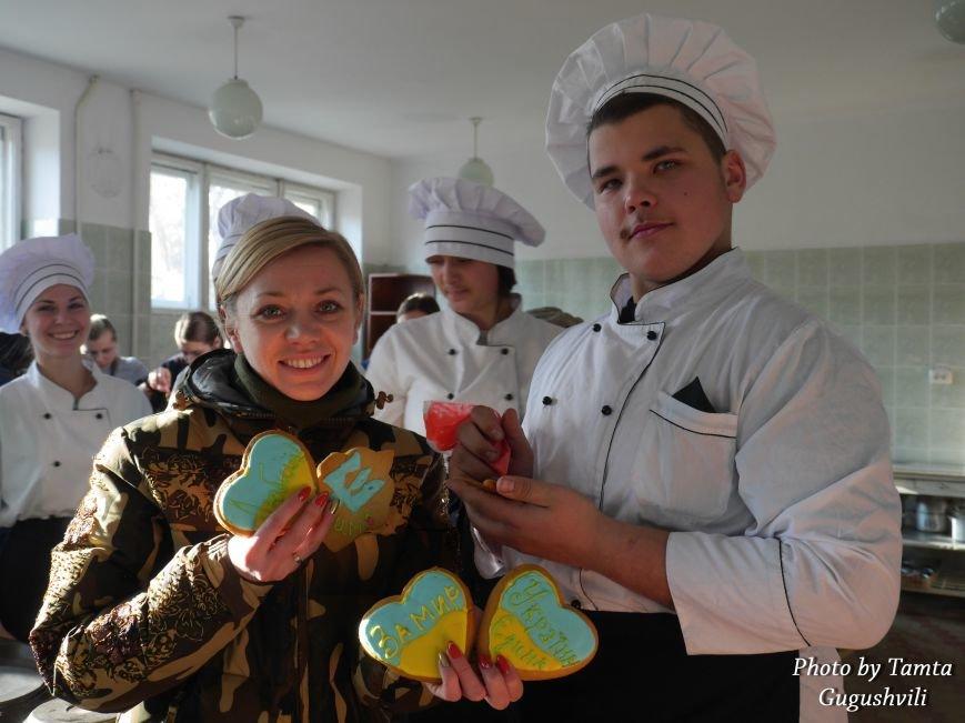 У Тернополі студенти спекли і розмалювали пряники для солдатів (ФОТОРЕПОРТАЖ) (фото) - фото 1