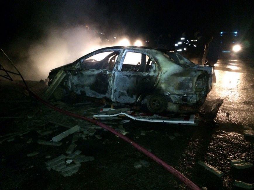 Пожар на газозаправке в Днепропетровске: пострадало двое мужчин (ФОТО, ВИДЕО) (фото) - фото 2