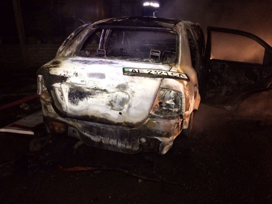 Пожар на газозаправке в Днепропетровске: пострадало двое мужчин (ФОТО, ВИДЕО) (фото) - фото 1