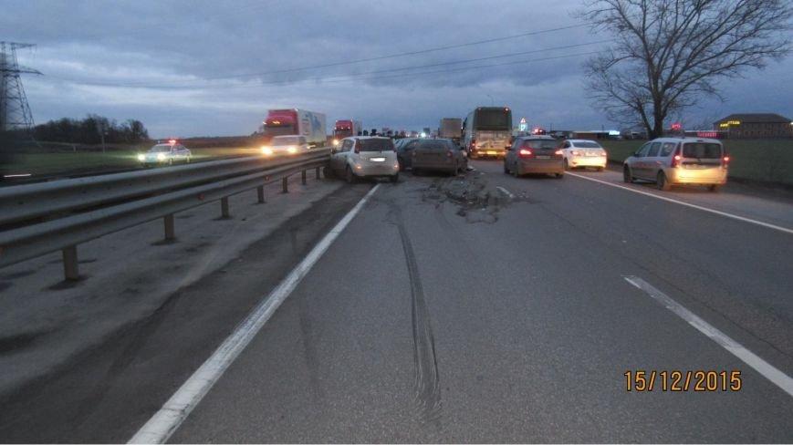 ДТП с участием пяти автомобилей произошло вчера на трассе М4
