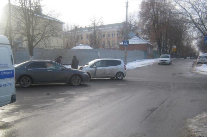 В Белгороде маршрутка сбила девушку на пешеходном переходе (фото) - фото 1
