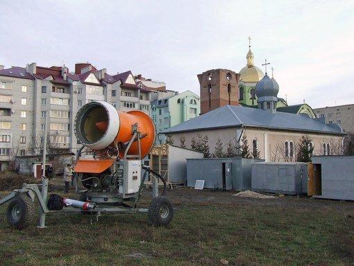 У Тернополі встановлюють снігову гармату (фото) (фото) - фото 1