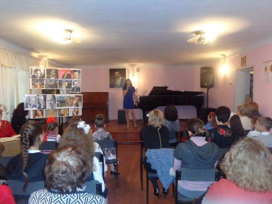 Звуки музыки: в Красноармейске состоялся яркий патриотичный концерт (фото) - фото 2
