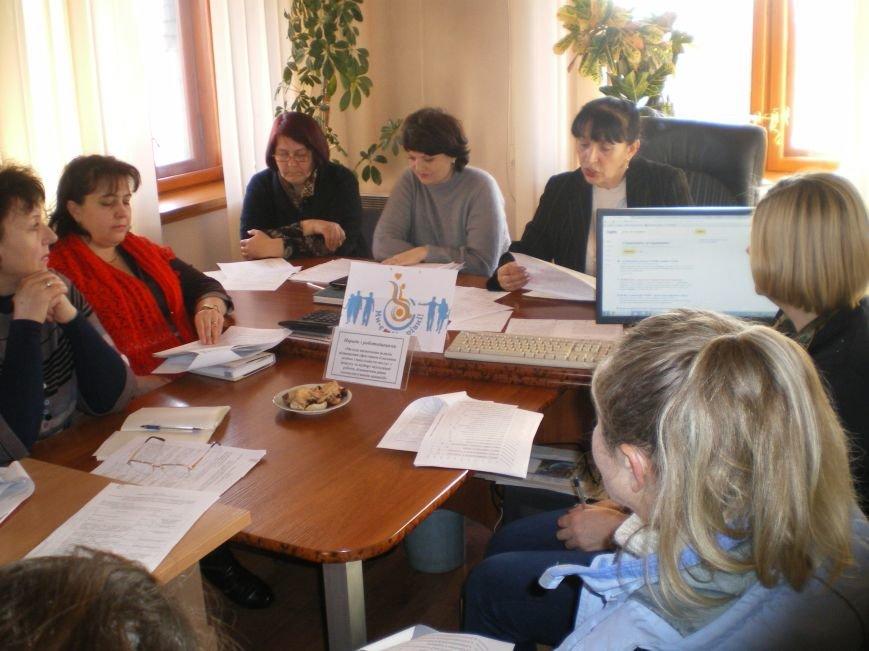 В Димитровском центре занятости обсудили проблемы трудоустройства людей с инвалидностью и демобилизованных участников АТО (фото) - фото 2