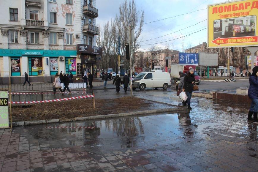 В Днепродзержинске на Майдане Героев произошла утечка питьевой воды, фото-2