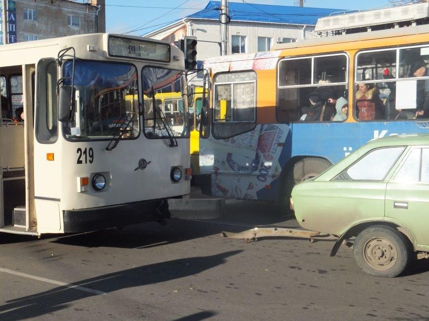 В Кировограде произошло ДТП с участием троллейбуса. ФОТО (фото) - фото 1