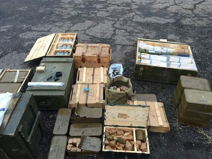 В Луганской области обнаружили тайник с гранатометами и боеприпасами(ФОТО) (фото) - фото 1