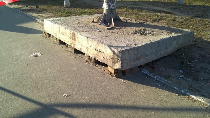 На Оболони появился аварийный бигборд (ФОТОФАКТ) (фото) - фото 1