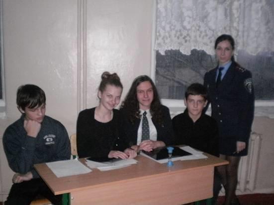 Днепропетровские полицейские провели для школьников правовой брейн-ринг (ФОТО) (фото) - фото 1