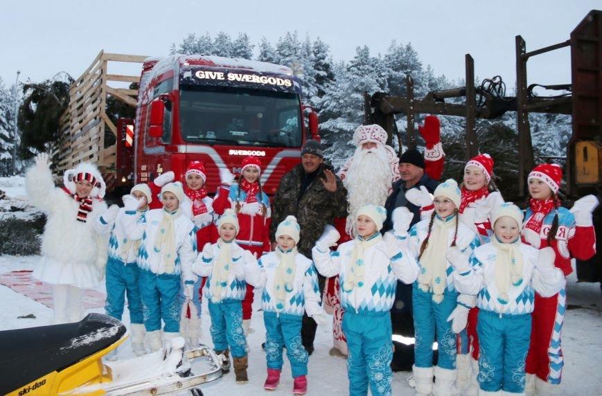 Российский Дед Мороз отправил в Симферополь столетнюю новогоднюю елку и сам собирается посетить столицу Крыма (ФОТО) (фото) - фото 1