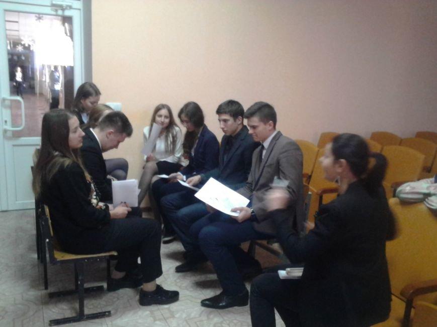 Мариупольские лицеисты делали куклу-мотанку и дискутировали о контрпропаганде (ФОТО), фото-10