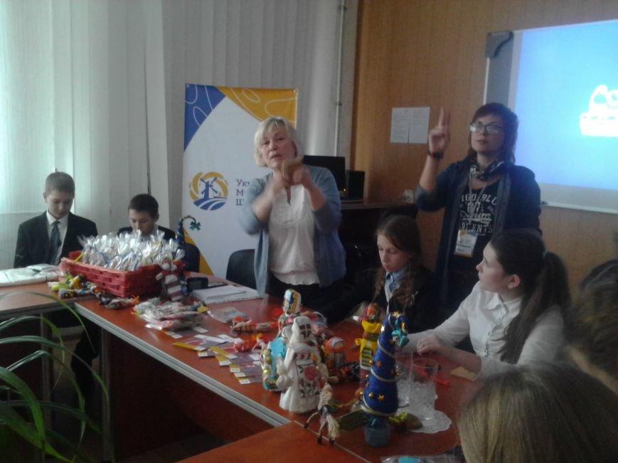Мариупольские лицеисты делали куклу-мотанку и дискутировали о контрпропаганде (ФОТО), фото-8