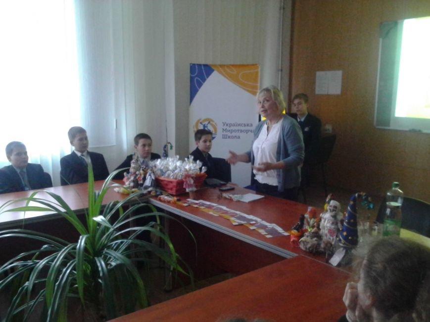 Мариупольские лицеисты делали куклу-мотанку и дискутировали о контрпропаганде (ФОТО), фото-9