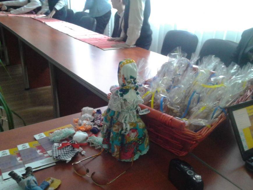 Мариупольские лицеисты делали куклу-мотанку и дискутировали о контрпропаганде (ФОТО), фото-7
