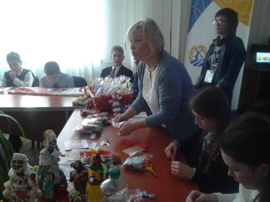 Мариупольские лицеисты делали куклу-мотанку и дискутировали о контрпропаганде (ФОТО), фото-2