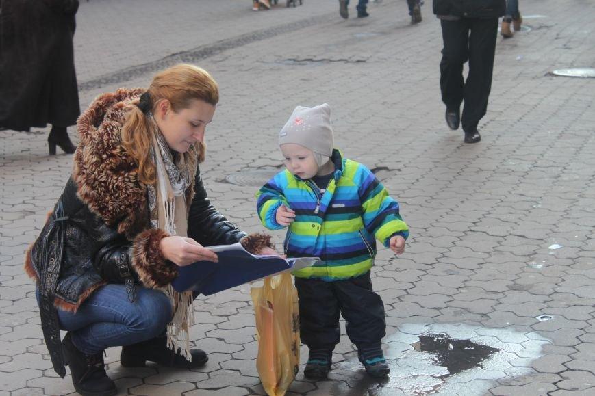 Американець виконує світові хіти на площі «Корзо» (Фото, Відео), фото-6