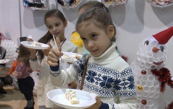 Ростовчане съели стокилограммового сладкого снеговика (фото) - фото 2