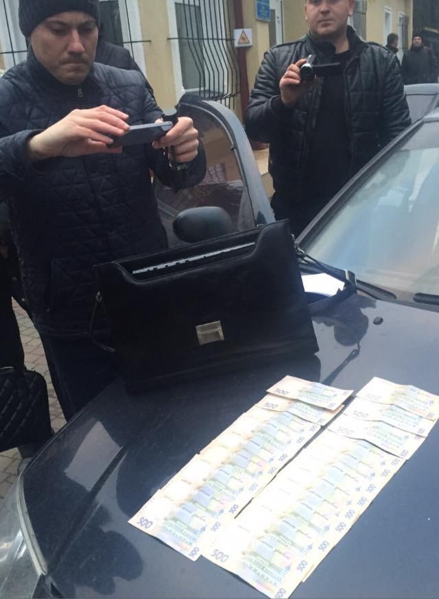 Начальника КЕВ у Львові затримали під час отримання хабара, фото-3