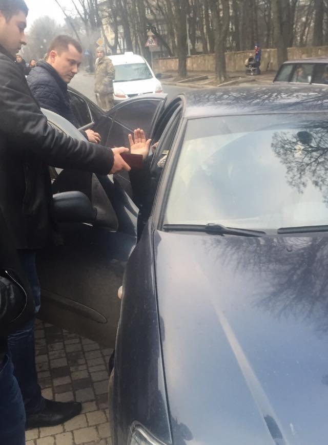 Начальника КЕВ у Львові затримали під час отримання хабара, фото-1