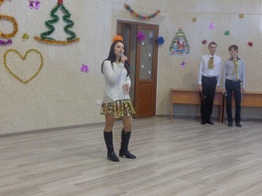 В ДонНТУ Красноармейска прошел предновогодний отчетный концерт студенческого самоуправления (фото) - фото 3