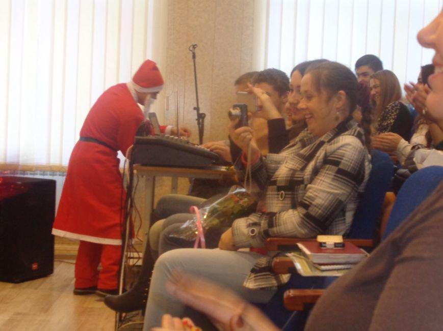 В ДонНТУ Красноармейска прошел предновогодний отчетный концерт студенческого самоуправления (фото) - фото 15