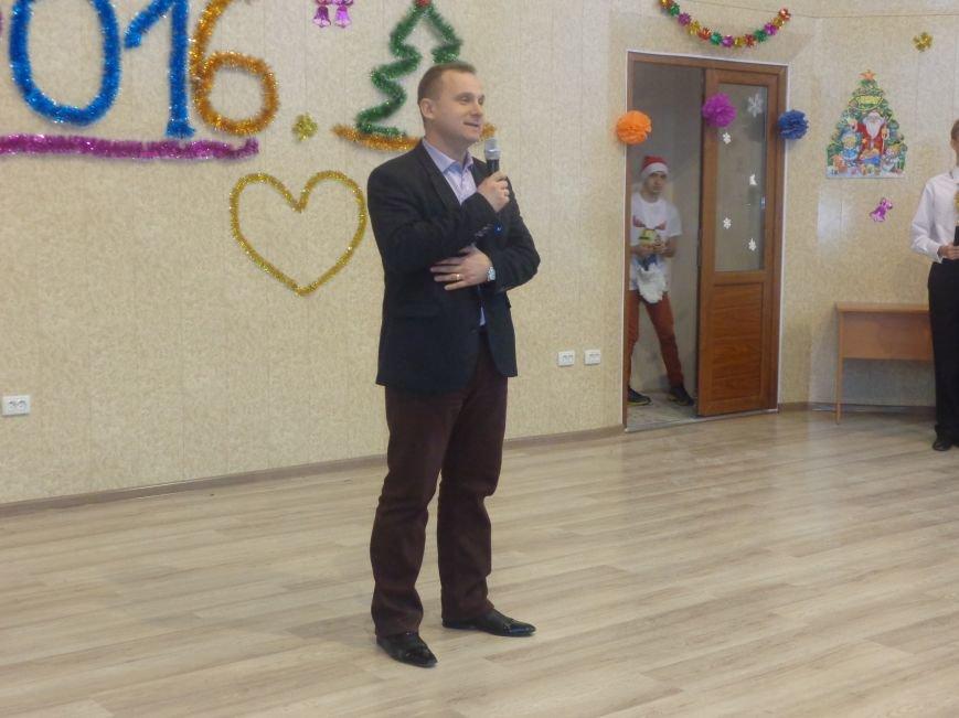 В ДонНТУ Красноармейска прошел предновогодний отчетный концерт студенческого самоуправления (фото) - фото 2