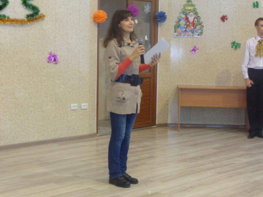 В ДонНТУ Красноармейска прошел предновогодний отчетный концерт студенческого самоуправления (фото) - фото 4