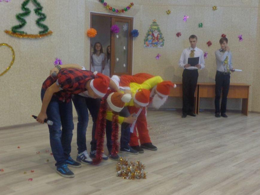 В ДонНТУ Красноармейска прошел предновогодний отчетный концерт студенческого самоуправления (фото) - фото 16