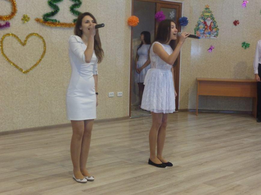 В ДонНТУ Красноармейска прошел предновогодний отчетный концерт студенческого самоуправления (фото) - фото 5