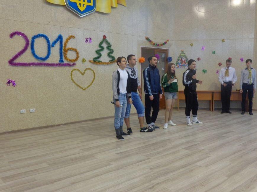 В ДонНТУ Красноармейска прошел предновогодний отчетный концерт студенческого самоуправления (фото) - фото 9