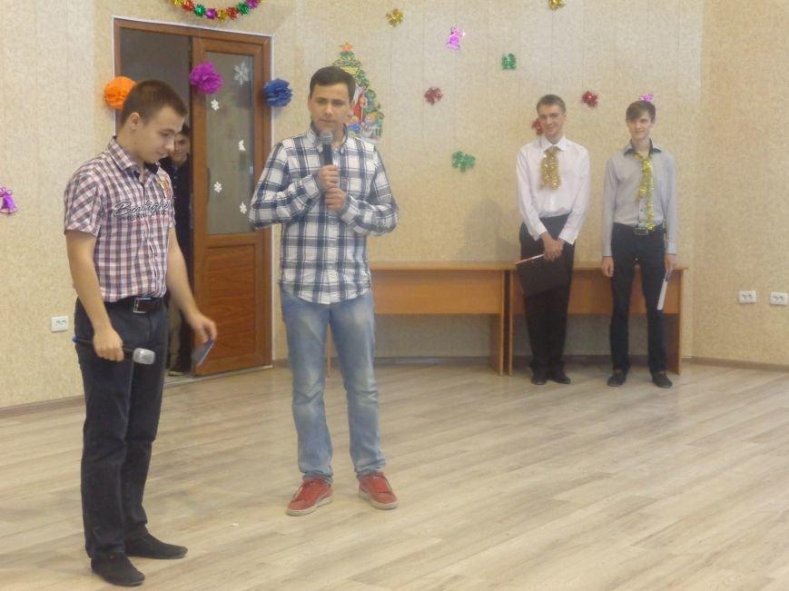 В ДонНТУ Красноармейска прошел предновогодний отчетный концерт студенческого самоуправления (фото) - фото 12