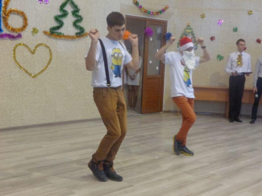 В ДонНТУ Красноармейска прошел предновогодний отчетный концерт студенческого самоуправления (фото) - фото 10