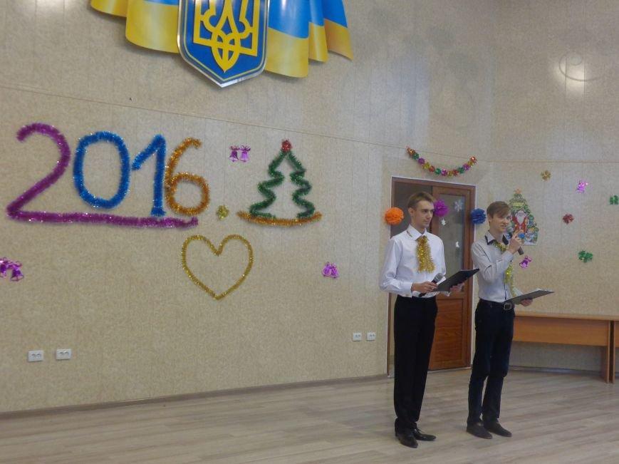 В ДонНТУ Красноармейска прошел предновогодний отчетный концерт студенческого самоуправления (фото) - фото 1