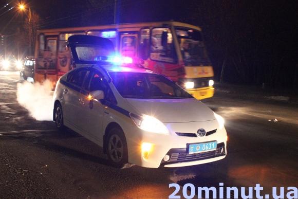 У Тернополі сталася ДТП: автомобіль збив чоловіка на очах дитини (фото) - фото 1