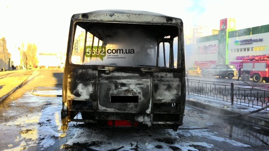 На левобережье Днепродзержинска сгорел автобус (фото) - фото 4