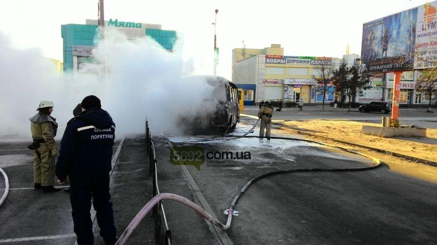 На левобережье Днепродзержинска сгорел автобус (фото) - фото 2