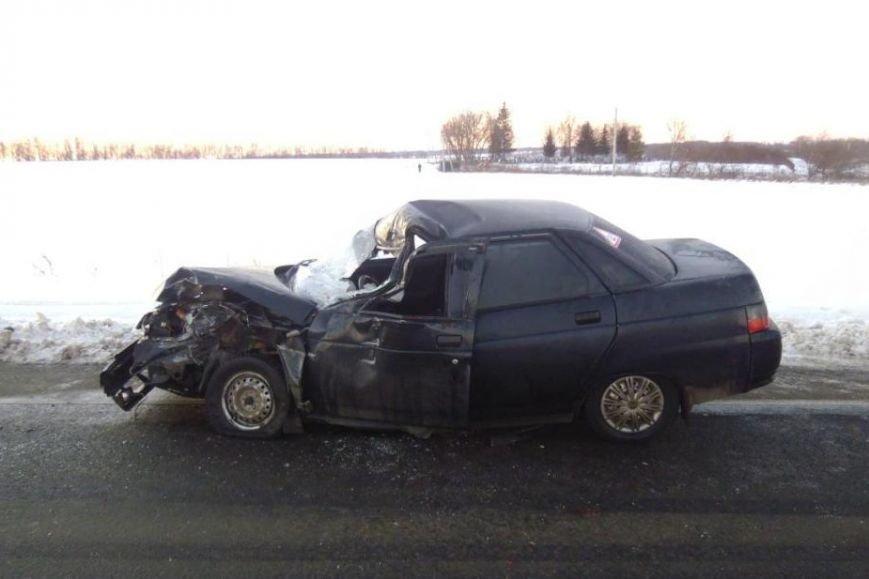 Под Белгородом в столкновении внедорожника и легковушки погиб один из водителей (фото) - фото 1