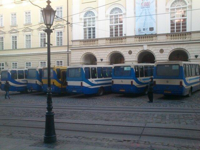 У Львові знову страйкують перевізники (ФОТО) (фото) - фото 1
