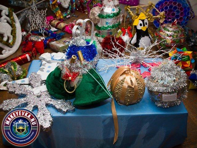 В Макеевке подвели итоги конкурса на лучшую новогоднюю игрушку, которыми украсят главную елку города (фото) (фото) - фото 1