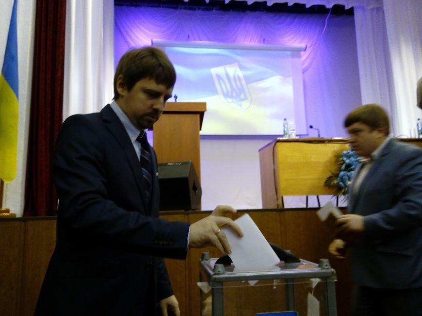 В Мариуполе прошла сессия городского совета. Тайно выбрали секретаря и проголосовали за заместителей (ДОПОЛНЕНО+ФОТО), фото-2