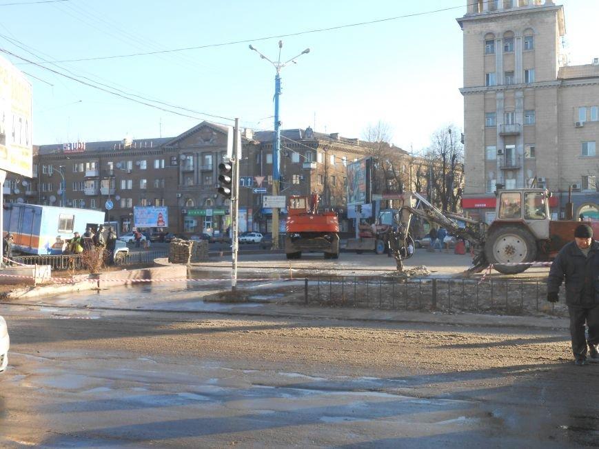 В Днепродзержинске на Майдане Героев «Горводоканал» проводит ремонтные работы (фото) - фото 1