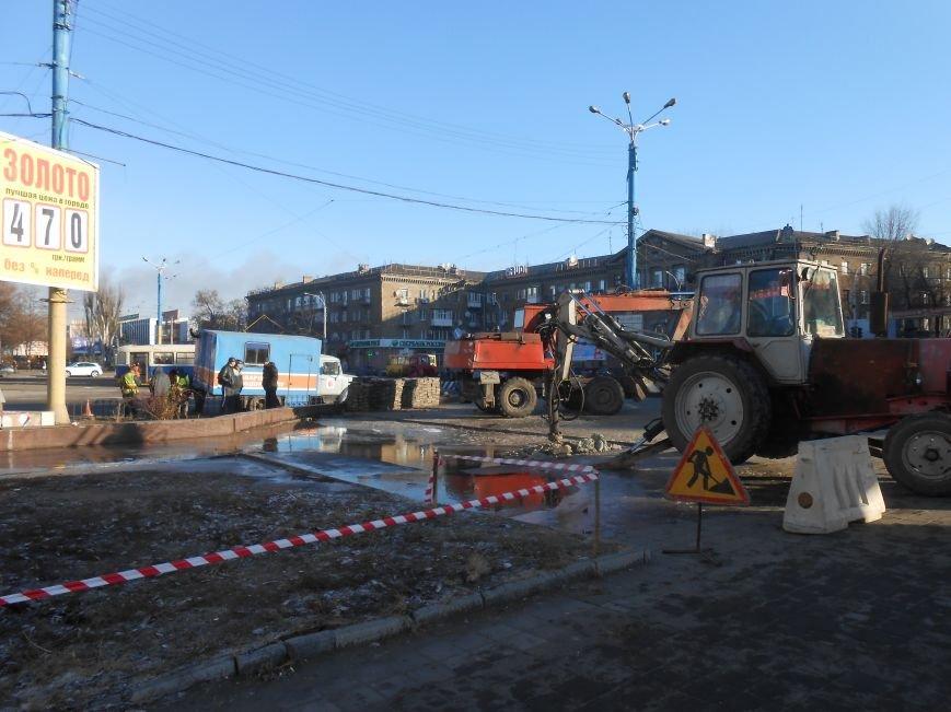 В Днепродзержинске на Майдане Героев «Горводоканал» проводит ремонтные работы (фото) - фото 3