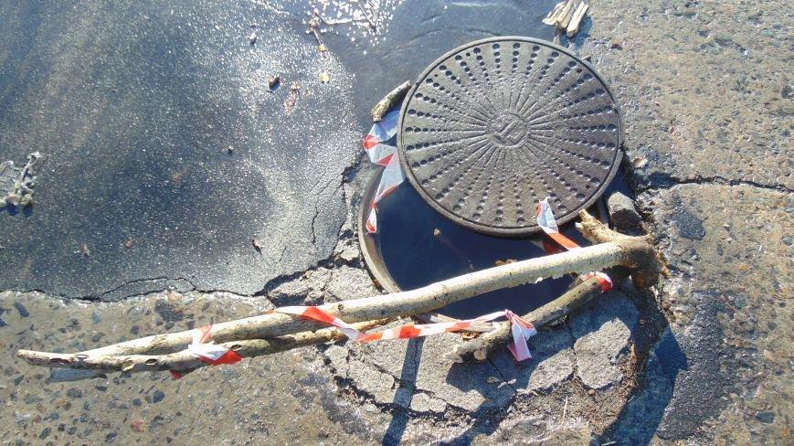 Внимание! В Мариуполе на дороге появилась опасная ловушка для водителей (ФОТО) (фото) - фото 3
