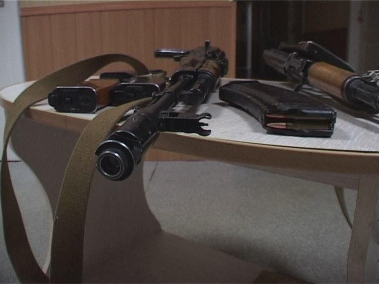 Мужчина сдал СБУ автоматы Калашникова, которые нашел в лесу под Новомосковском (фото) - фото 1