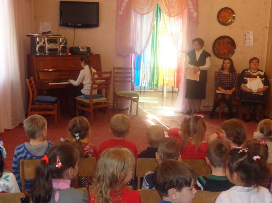 В детских садиках Красноармейска прошли предпраздничные концерты воспитанников музыкальной школы имени Н. Д. Леонтовича (фото) - фото 9