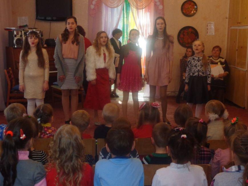 В детских садиках Красноармейска прошли предпраздничные концерты воспитанников музыкальной школы имени Н. Д. Леонтовича (фото) - фото 10