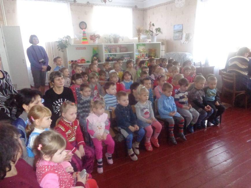 В детских садиках Красноармейска прошли предпраздничные концерты воспитанников музыкальной школы имени Н. Д. Леонтовича (фото) - фото 23