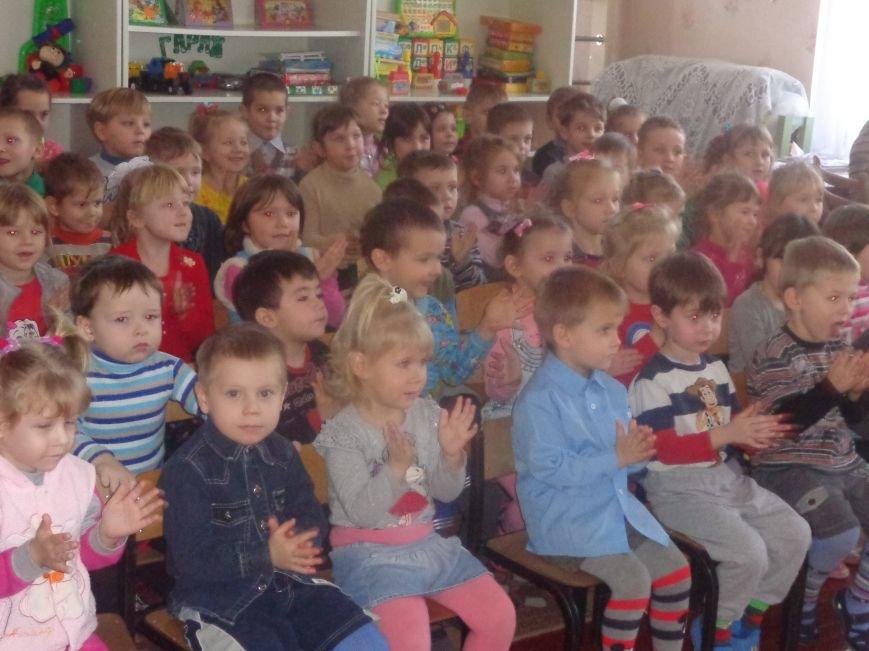 В детских садиках Красноармейска прошли предпраздничные концерты воспитанников музыкальной школы имени Н. Д. Леонтовича (фото) - фото 18